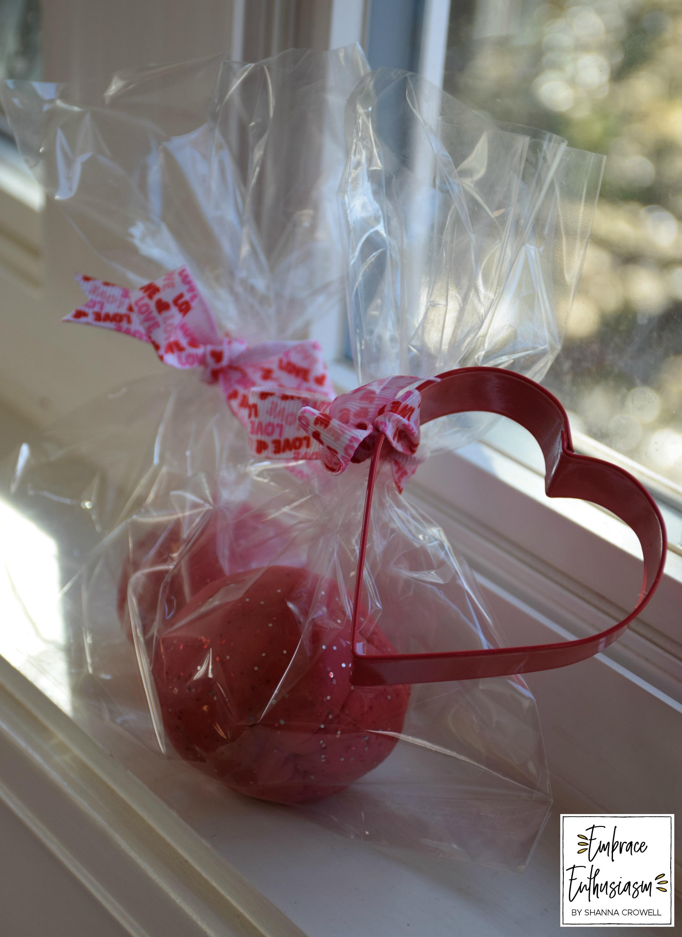 valentinesdaysparkleplaydoughgift.jpg